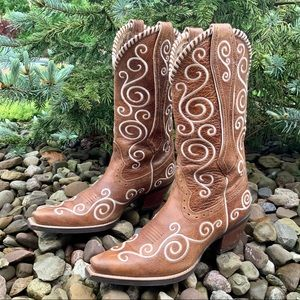 ARIAT Shellen Embroidered boots. Size 7.5.